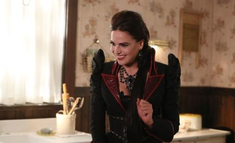 Schemes for the Queen - Once Upon a Time Season 6 Episode 5