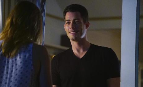 Ben Greets Emily - Revenge Season 4 Episode 15
