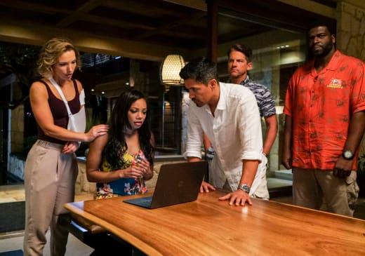 The Team at Work - Magnum P.I. Season 1 Episode 1