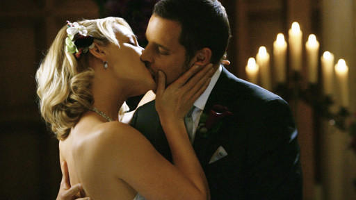 Izzie and Alex Kiss