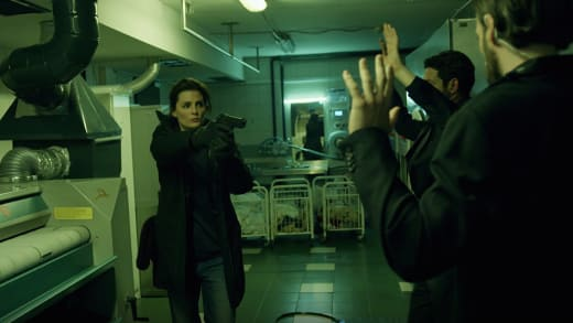 Stopping Security - Absentia Season 1 Episode 9