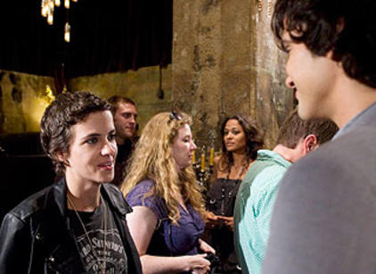 Watch 90210 Season 2 Episode 8 Online