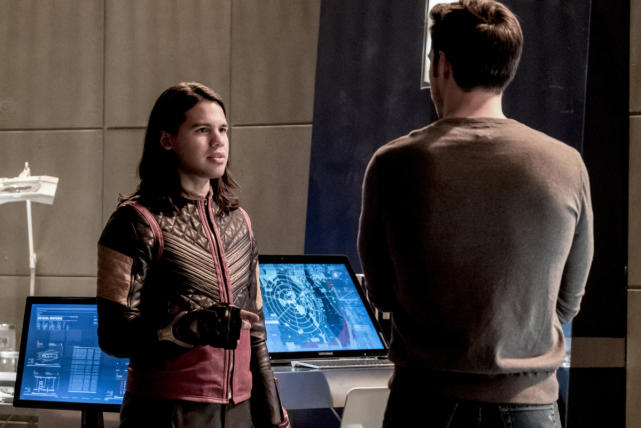 Cisco meets Mon-El - The Flash Season 3 Episode 17