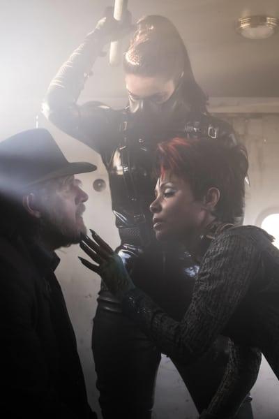 Bullock Gets a Facial - Gotham Season 3 Episode 2