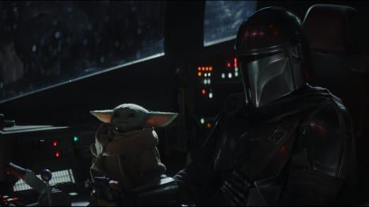 How Cute is Baby Yoda Flying?? - The Mandalorian Season 1 Episode 4