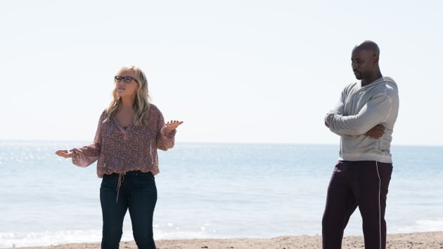 Helping Linda Deal - Lucifer Season 3 Episode 8