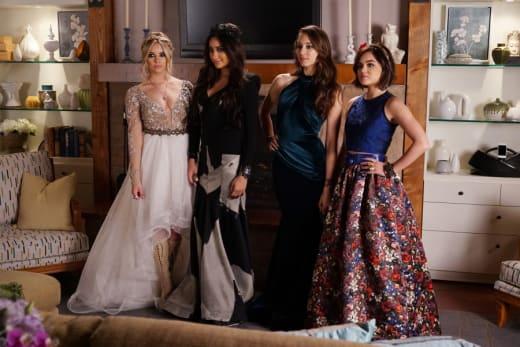 Fake Prom Pose - Pretty Little Liars Season 6 Episode 9