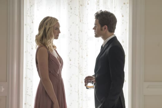 Stefan Returns to Mystic Falls - The Vampire Diaries Season 8 Episode 9