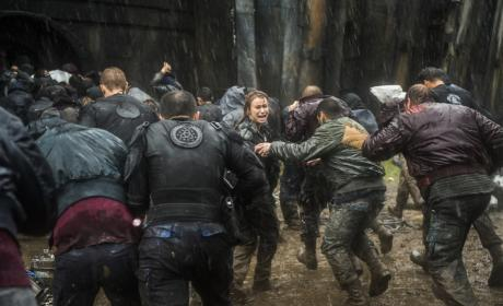 Tragedy in Arkadia — The 100 Season 4 Episode 7