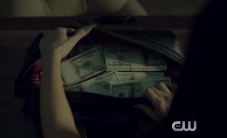 Riverdale Extended Trailer: A Town Soaked With Secrets
