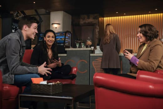 Nora Gets A Drink - The Flash Season 5 Episode 16