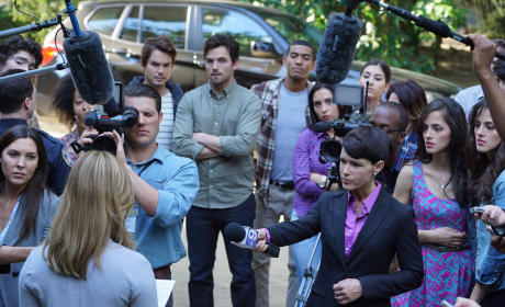 Parting of the Crowd - Pretty Little Liars Season 6 Episode 1