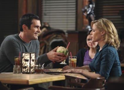 Watch Modern Family Season 2 Episode 16 Online
