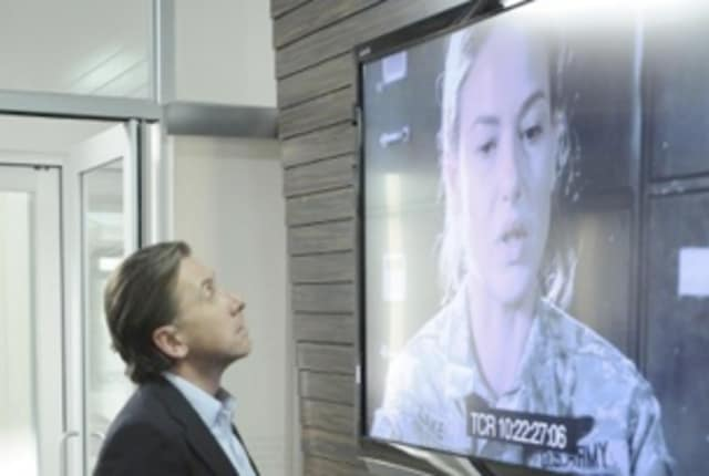 Watch Lie to Me Season 1 Episode 2 Online - TV Fanatic