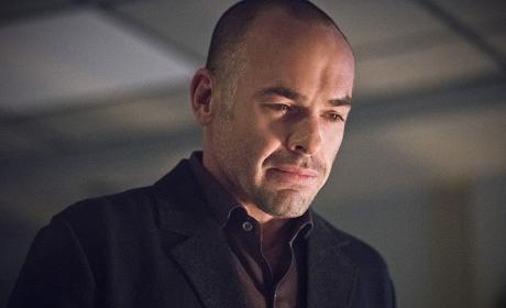 A father's anguish - Arrow Season 4 Episode 19