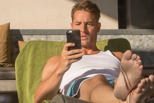 Checking Email - This Is Us Season 1 Episode 4