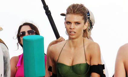 90210 Spoiler Pics: Bikini Jousting!
