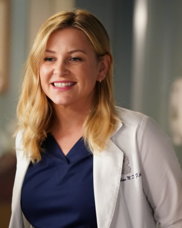 Rebounding - Grey's Anatomy Season 14 Episode 2