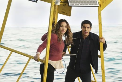 Geniuses vs. Sharks - Scorpion Season 3 Episode 15