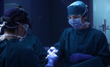 Shaun in surgery - The Good Doctor Season 1 Episode 7