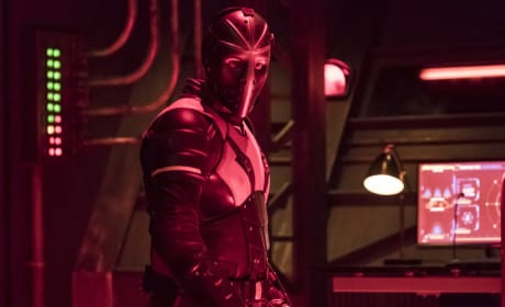 Does Everyone Look This Good In Red - Arrow Season 6 Episode 8