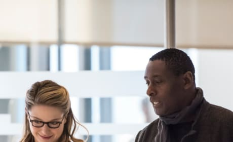 Looking for a Distraction - Tall  - Supergirl Season 4 Episode 12