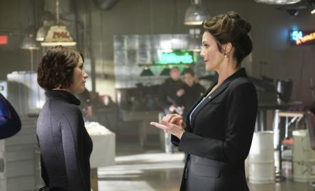 The President is Back - Supergirl Season 2 Episode 21