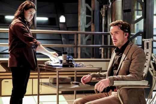 Guiding Julian - The Flash Season 3 Episode 15