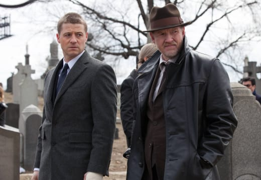 Ben McKenzie & Donal Logue in Gotham Season 1 Episode 1