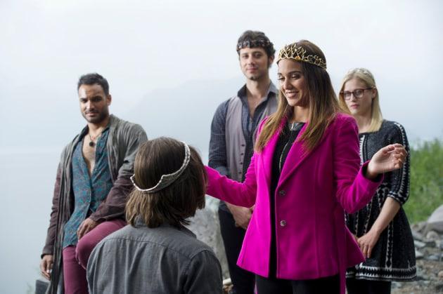 Margo Crowns Quentin - The Magicians Season 2 Episode 1