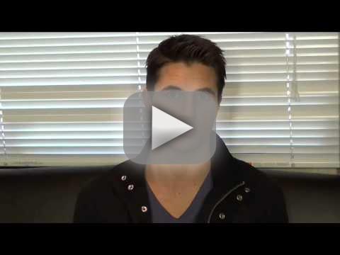 Robbie Amell Set Q&A