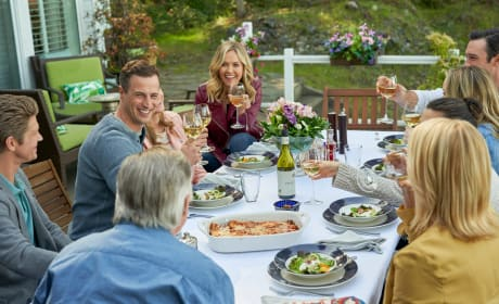 The O'Briens Toast Good News - Chesapeake Shores Season 4 Episode 4