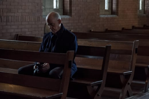 Howard Awaits a Meeting with the Pope - Counterpart Season 1 Episode 10