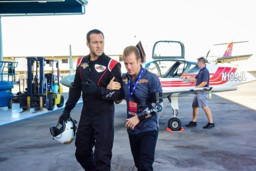 Posing As a Pilot - Hawaii Five-0