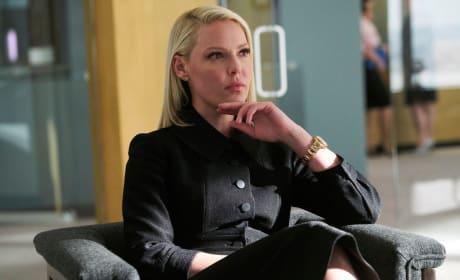 Having a Seat - Suits Season 8 Episode 1
