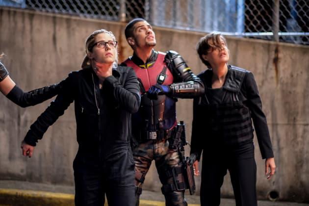 Team Arrow + Lyla Back Together Again - Arrow Season 6 Episode 22
