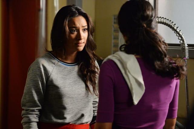 Girl Talk - Pretty Little Liars Season 5 Episode 19