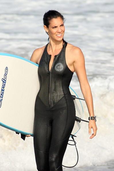 Kensi Surfing