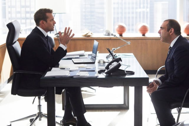 Helping Out - Suits Season 8 Episode 5