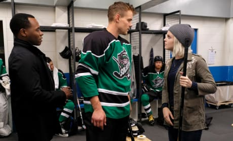 Murder Of a Hockey Player - iZombie