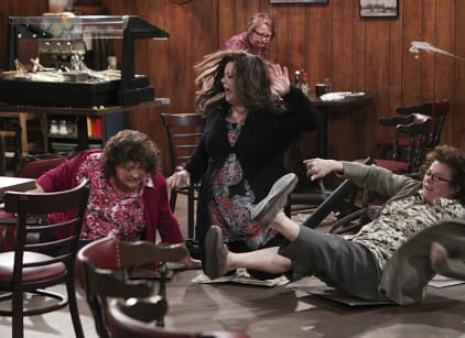 Watch Mike & Molly Season 5 Episode 17 Online