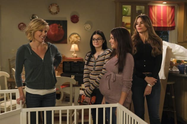 Planning a Baby Shower - Modern Family