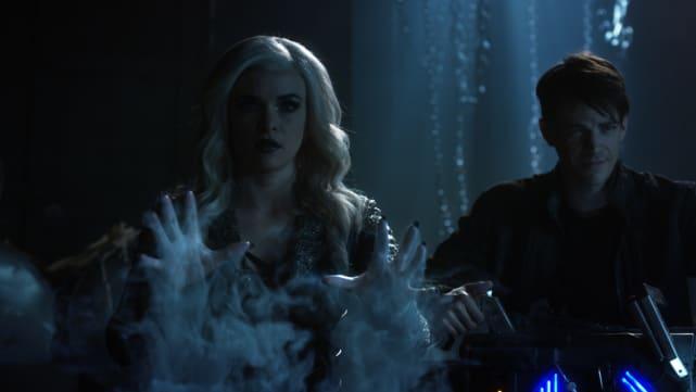 Attack! - The Flash Season 3 Episode 23