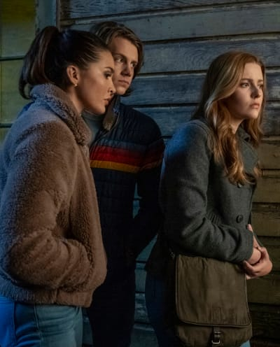 Peeping - Nancy Drew Season 2 Episode 1