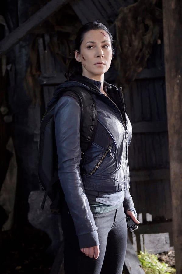 Jules of the Future - Helix Season 2 Episode 8