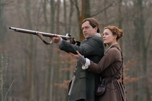 Brianna Helps Roger Aim - Outlander