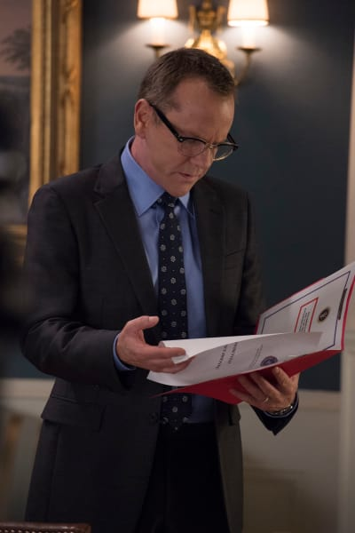 Bank Documents - Designated Survivor Season 2 Episode 1