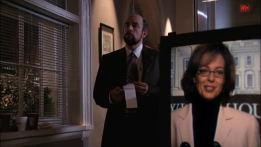 Too Friendly - The West Wing Season 1 Episode 11