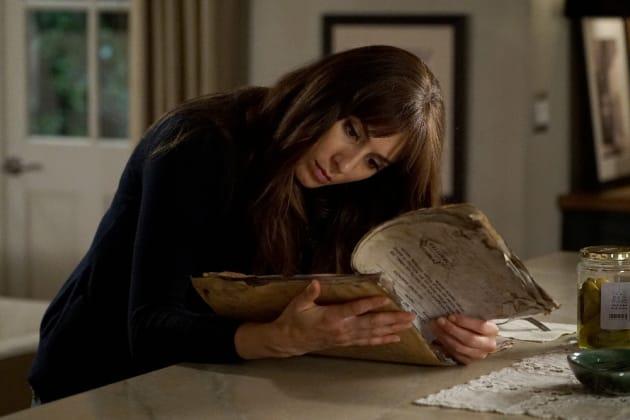 Clues Everywhere! - Pretty Little Liars Season 7 Episode 1