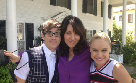Katey Sagal on Glee Set